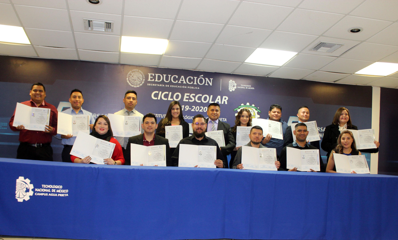 Se lleva a cabo ceremonia de entrega de título y diploma de especialidad a egresados